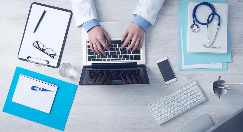 Ile zarabiają lekarze za granicą?